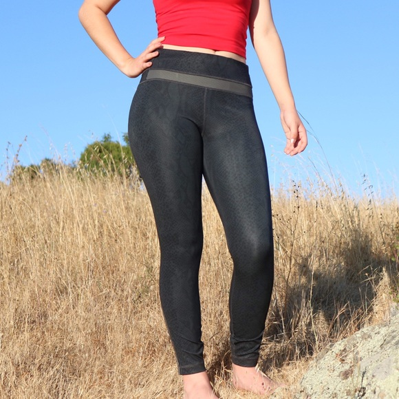 43bc85f6fa358 lululemon athletica Pants - RARE Lulu lemon Desert Snake Light speed tights